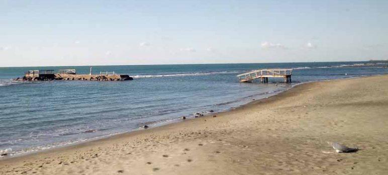 spiaggia libera buca becach o Bahia Ostia